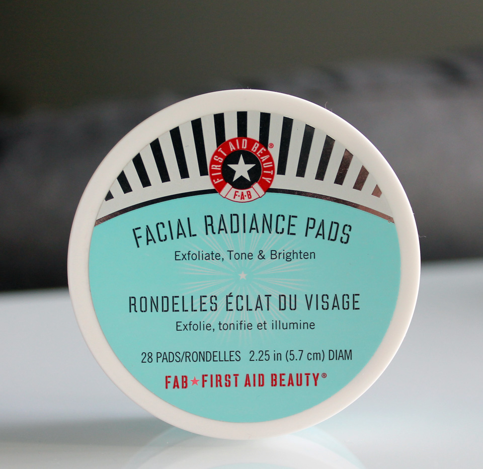 First-Aid-Beauty-Facial-Radiance-Pads-01